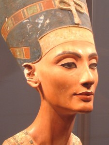 Nefertiti_berlin-facing20right-v2_1